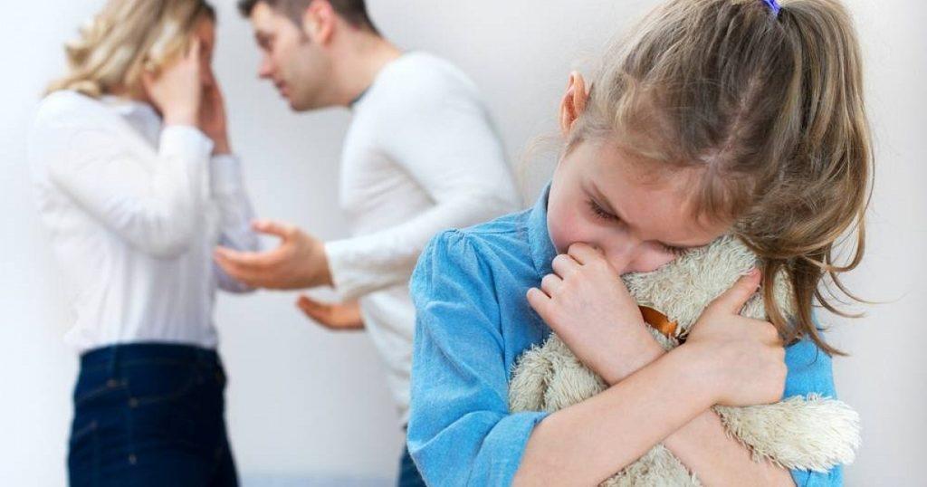 Как при разводе оставить ребенка с матерью
