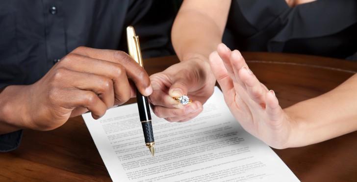 Фамилия после развода: менять или оставить